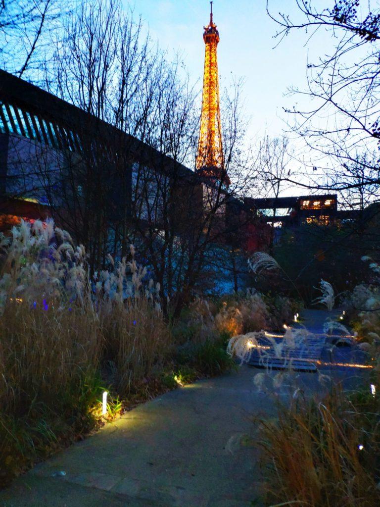 Quai Brainly Eiffel Tower view